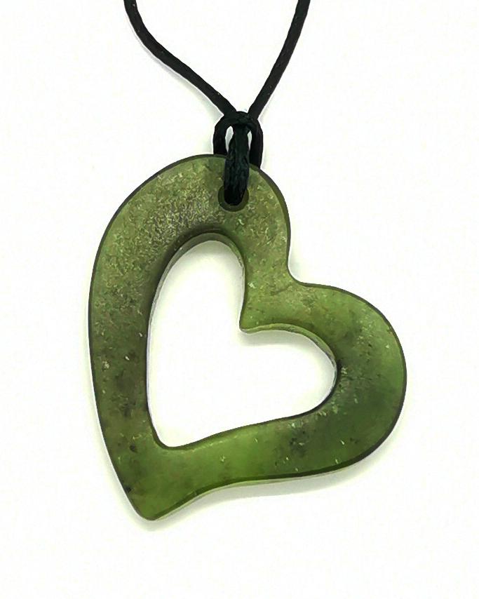 heart greenstone pounamu pendant
